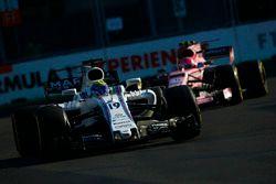 Felipe Massa, Williams FW40, devant Esteban Ocon, Force India VJM10