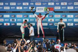Podyum: 2. Tiago Monteiro, Honda Racing Team JAS, Honda Civic WTCC, yarış galibi Mehdi Bennani, Séba