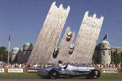 Скульптура Ford с Фестиваля скорости в Гудвуде