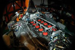 Engine of the Arrows A21 chassis 06