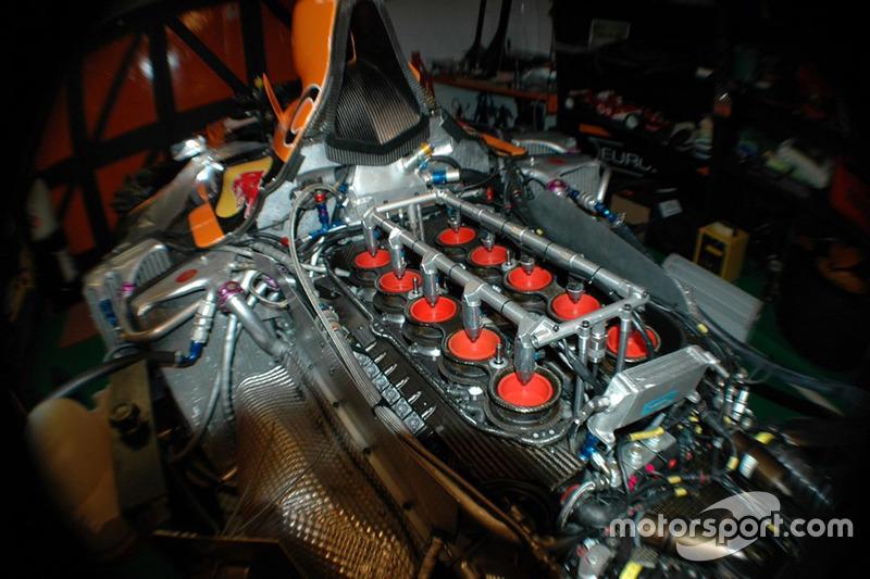 Motor van het Arrows A21 chassis 06