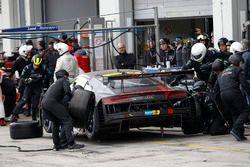 Pit stop, #28 Audi Sport Team Land-Motorsport, Audi R8 LMS: Christopher Mies, Connor De Phillippi