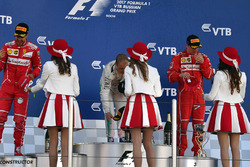 Sebastian Vettel, Ferrari, Valtteri Bottas, Mercedes AMG F1 and Kimi Raikkonen, Ferrari, the grid girls