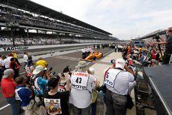 Fernando Alonso, Andretti Autosport Honda e il team realizzano il loro ritratto ufficiale delle qual