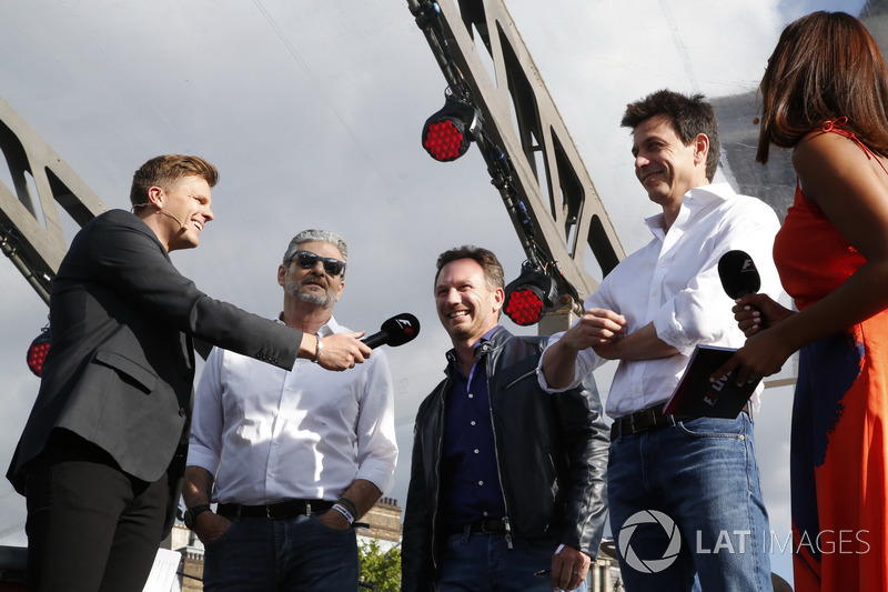 Джек Хемфрі, керівник команди Ferrari Мауріціо Аррівабене, керівник Red Bull Racing Крістіан Хорнер,