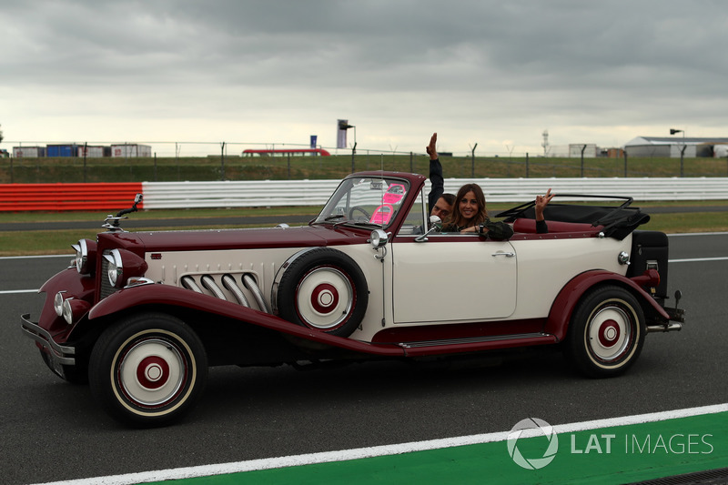 Noemi de Miguel, Movistar TV en un Bentley clásico