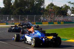 Antonio Giovinazzi, Sauber C36, Stoffel Vandoorne, McLaren MCL32, Kevin Magnussen, Haas F1 Team VF-1