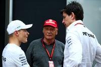 Valtteri Bottas, Mercedes AMG F1 con Niki Lauda, Mercedes y Toto Wolff, Mercedes AMG