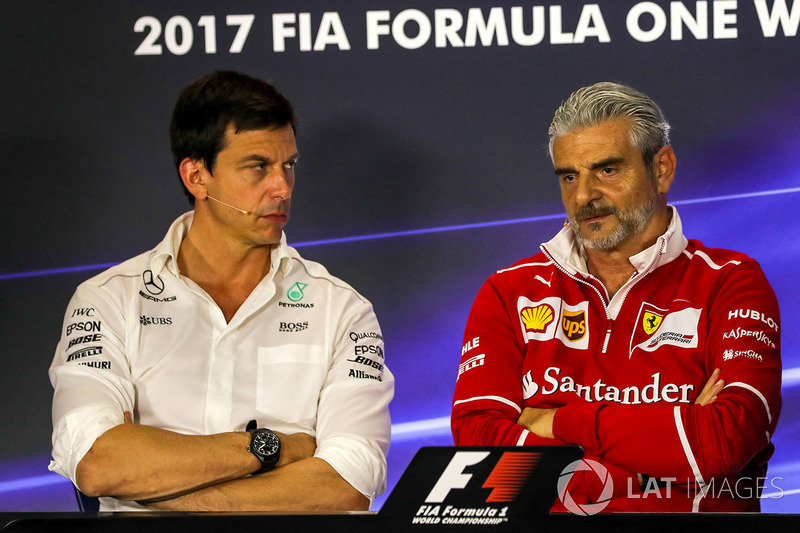 Toto Wolff, Mercedes AMG F1 Director of Motorsport and Maurizio Arrivabene, Ferrari Team Principal i