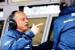 Fred Vasseur, op de Sauber-pitmuur