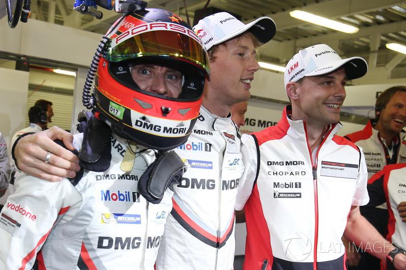 Поул-позиція у екіпажу #2 Porsche Team Porsche 919 Hybrid: Тімо Бернхард, Ерл Бембер, Брендон Хартлі