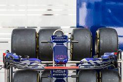 Nez et aileron avant de la Scuderia Toro Rosso STR12