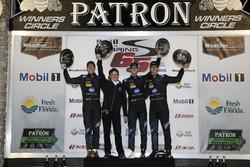 Ganador #10 Wayne Taylor Racing Cadillac DPi: Ricky Taylor, Jordan Taylor, Alex Lynn
