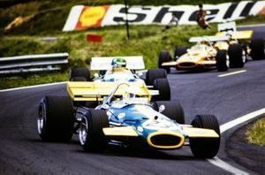 Jack Brabham, Brabham BT33 Ford leads Henri Pescarolo, Matra MS120