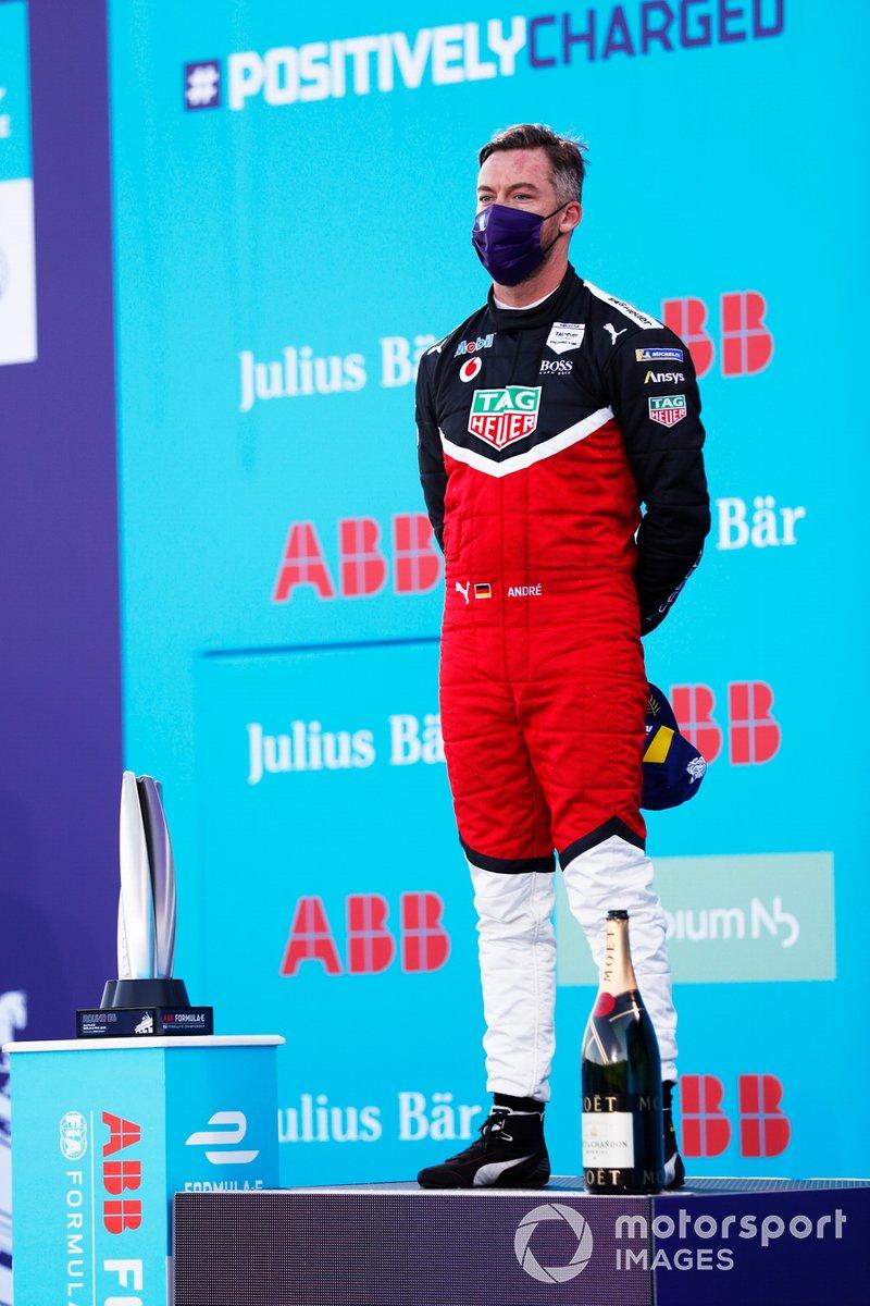 Podio: segundo lugar Andre Lotterer, Tag Heuer Porsche