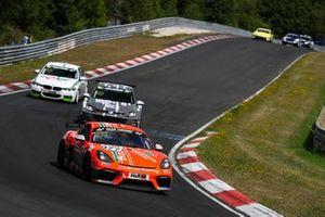 #977 Porsche 718 Cayman GT4 CS: Karsten Krämer, Heiko Tönges, Sascha Kloft
