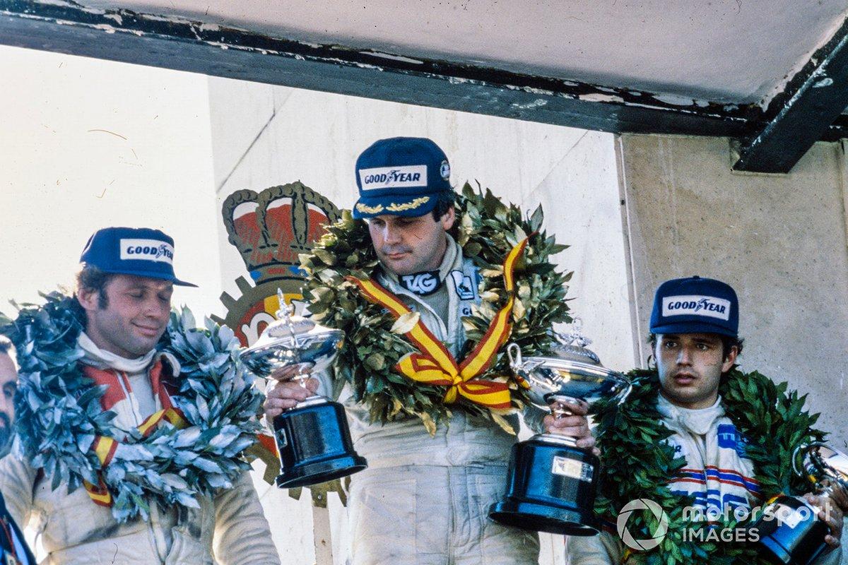…так что компанию Джонсу и Массу на подиуме составил гонщик Lotus Элио Де Анжелис