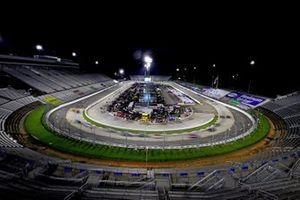 Martinsville Speedway bei Nacht