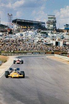 Denny Hulme, McLaren M19A Ford, Clay Regazzoni, Ferrari 312B