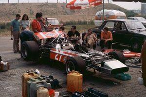 Silvio Moser, Bellasi F170-Ford, mechanics work on the car in the paddock