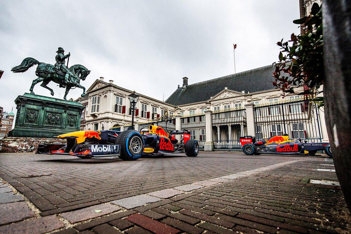 Max Verstappen y Alexander Albon, Red Bull Racing
