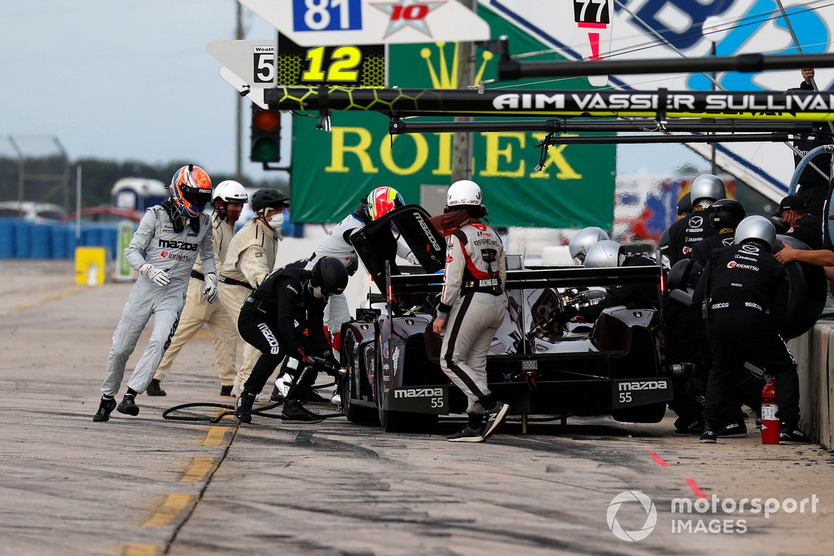 #55 Mazda Team Joest Mazda DPi, DPi: Jonathan Bomarito, Harry Tincknell, pit stop