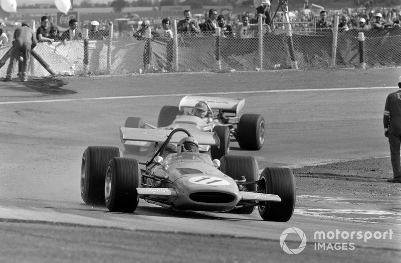 Bruce McLaren, McLaren M14A Ford, leads Graham Hill, Lotus 49C Ford