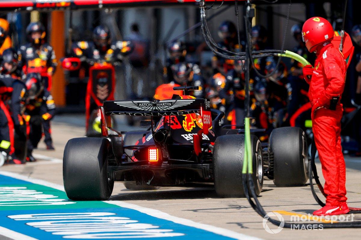 Max Verstappen, Red Bull Racing RB16, para para un pit stop
