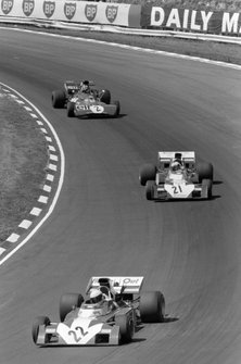 Tim Schenken, Surtees TS9B Ford, Mike Hailwood, Surtees TS9B Ford y François Cevert, Tyrrell 002 Ford