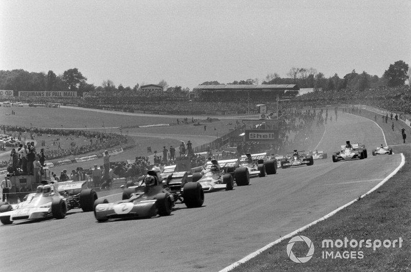 François Cevert, Tyrrell 002 Ford, Carlos Reutemann, Brabham BT37 Ford y Mike Hailwood, Surtees TS9B Ford al inicio