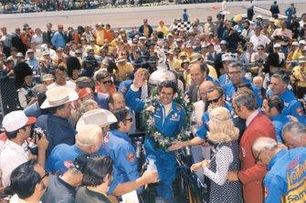 Race winner Al Unser, Colt-Ford TC