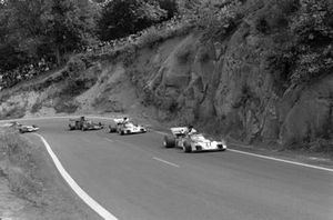 Tim Schenken, Surtees TS9B Ford leads Mike Hailwood, Surtees TS9B Ford and Emerson Fittipaldi, Lotus 72D Ford