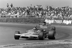 Peter Gethin, McLaren M19A Ford, Francois Cevert, Tyrrell 002 Ford