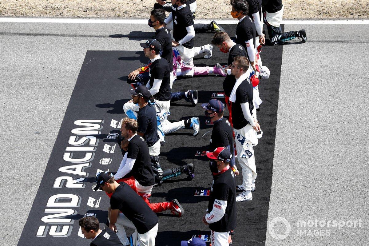 """Los pilotos apoyan la campaña """"End Racism"""""""