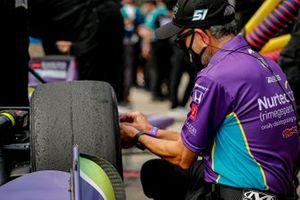 Romain Grosjean, Dale Coyne Racing with Rick Ware Racing Honda, crew member