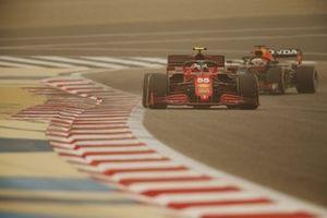Carlos Sainz Jr., Ferrari SF21, Max Verstappen, Red Bull Racing RB16B