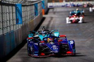 Robin Frijns, Envision Virgin Racing, Audi e-tron FE07, leads Sam Bird, Panasonic Jaguar Racing, Jaguar I-Type 5