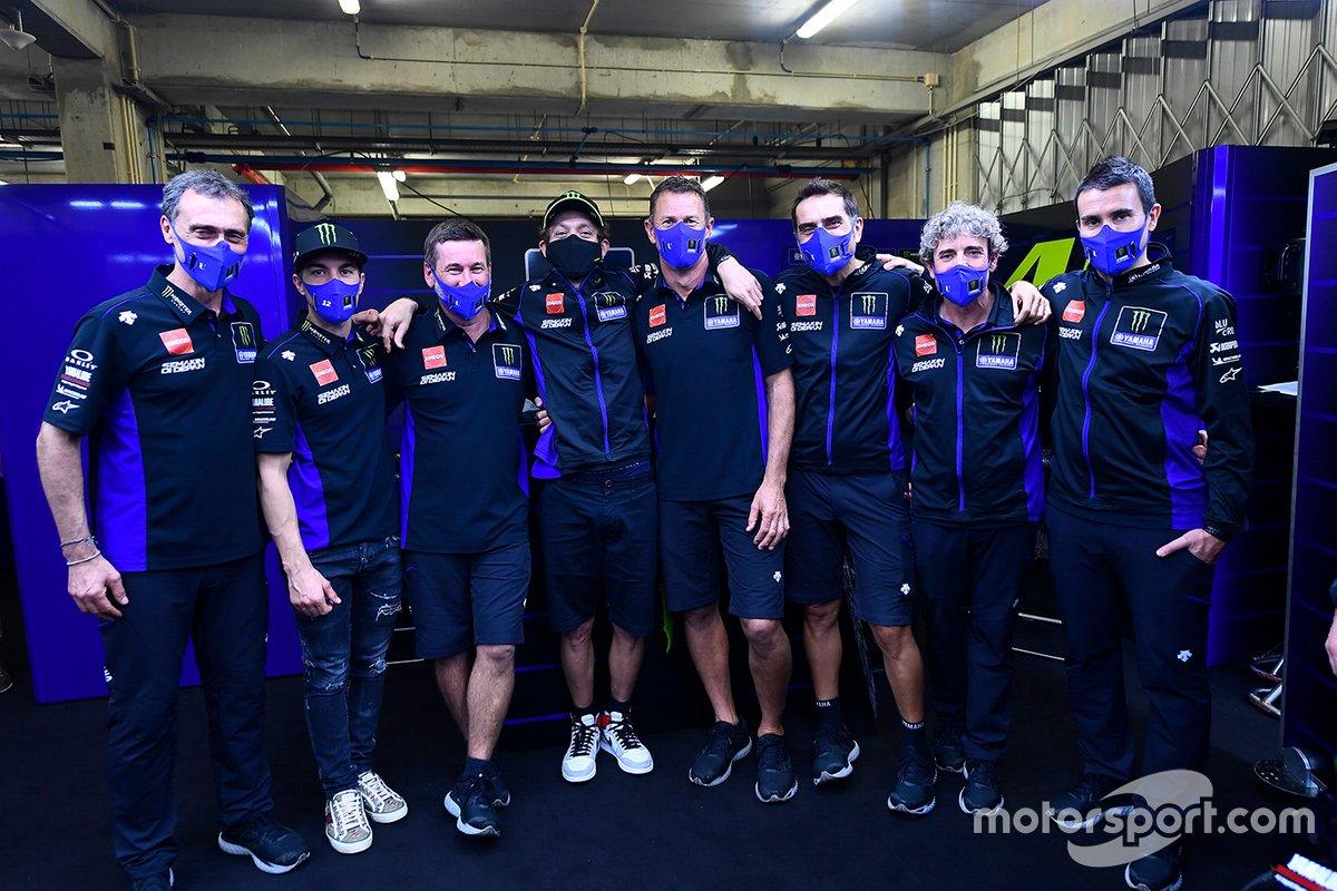 Valentino Rossi y Maverick Vinales en el evento de despedida de Yamaha Factory Racing.