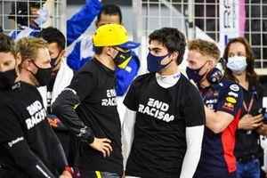 Esteban Ocon, Renault F1, and Lance Stroll, Racing Point, talk on the grid