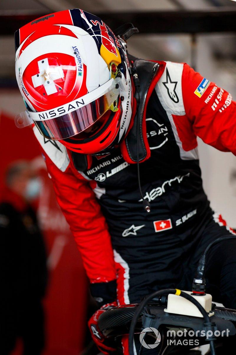 Sebastien Buemi, Nissan e.dams, climbs into his car