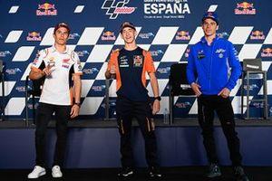 Marc Marquez, Repsol Honda Team, und Joan Mir, Team Suzuki MotoGP, mit Pedro Acosta, Moto3