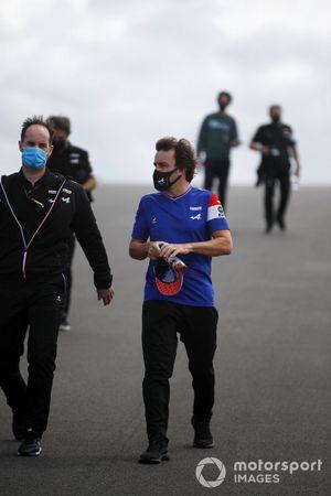 Fernando Alonso, Alpine F1, walks the track