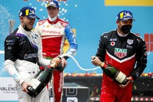 Race winner Jake Dennis, BMW i Andretti Motorsport, Alex Lynn, Mahindra Racing, Andre Lotterer, Porsche celebrate with the champagne