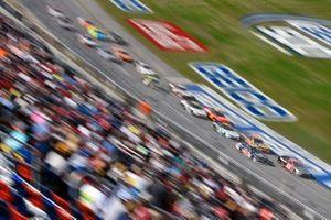 Jeb Burton, Kaulig Racing, Chevrolet Camaro LS Tractors and Austin Cindric, Team Penske, Ford Mustang Snap-On