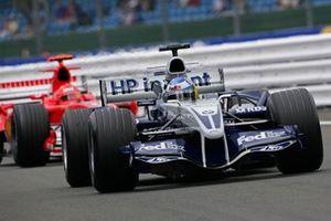 Nick Heidfeld, Williams F1 BMW FW27, leads Michael Schumacher, Ferrari F2005