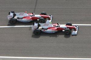 Timo Glock, Toyota TF109 leads Jarno Trulli, Toyota TF109