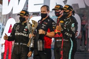 Valtteri Bottas, Mercedes-AMG F1, 2nd position, Paul Monaghan, Chief Engineer, Red Bull Racing, Max Verstappen, Red Bull Racing, 1st position, and Lewis Hamilton, Mercedes-AMG F1, 3rd position, on the trophy