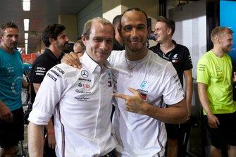 Lewis Hamilton, Mercedes AMG F1, Valtteri Bottas, Mercedes AMG F1, Toto Wolff, Mercedes AMG, y todo el equipo Mercedes