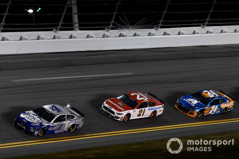 Kevin Harvick, Stewart-Haas Racing, Ford Mustang Busch Light #PIT4BUSCH, Matt DiBenedetto, Wood Brothers Racing, Ford Mustang Motorcraft/Quick Lane, William Byron, Hendrick Motorsports, Chevrolet Camaro Axalta 'Color of the Year'