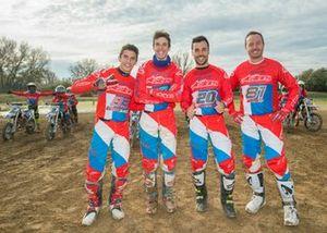 Marc Marquez, Alex Marquez y Jose Luis Martinez, asistente y coach de motocross